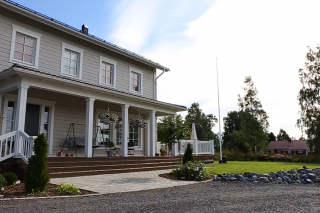 Iso talo isolle perheelle