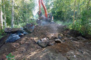 Kaivuutyöt ja talon perustusten valmistelu
